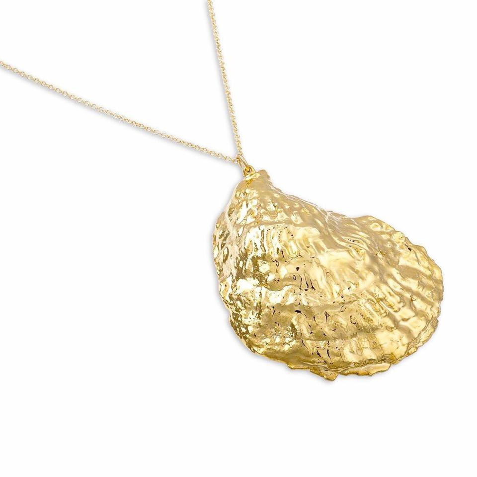 HATTIE BANKS Gold Oyster Necklace