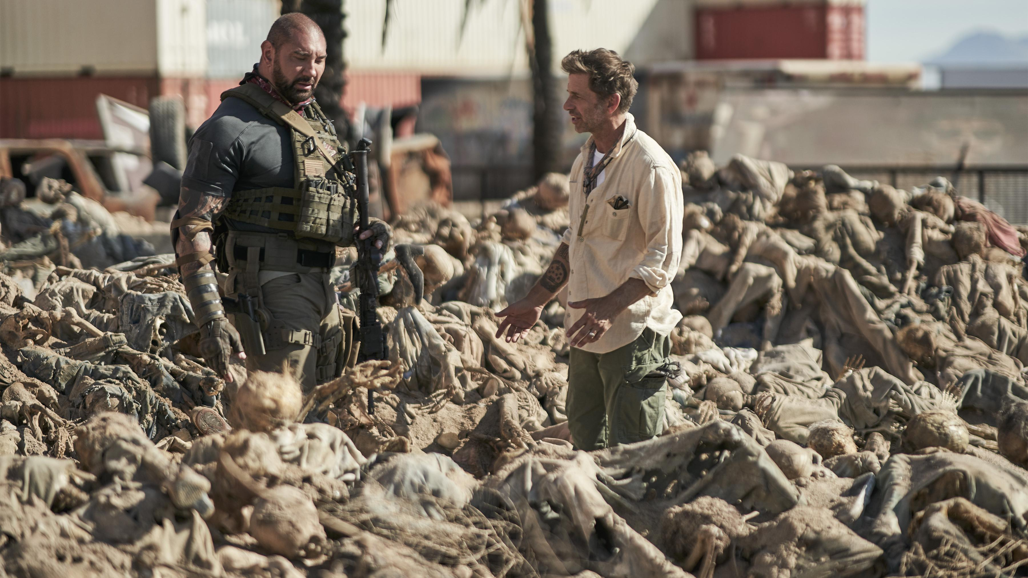 ARMY OF THE DEAD (L to R) DAVE BAUTISTA as SCOTT WARD,ZACK SNYDER (DIRECTOR, PRODUCER, WRITER) in ARMY OF THE DEAD.