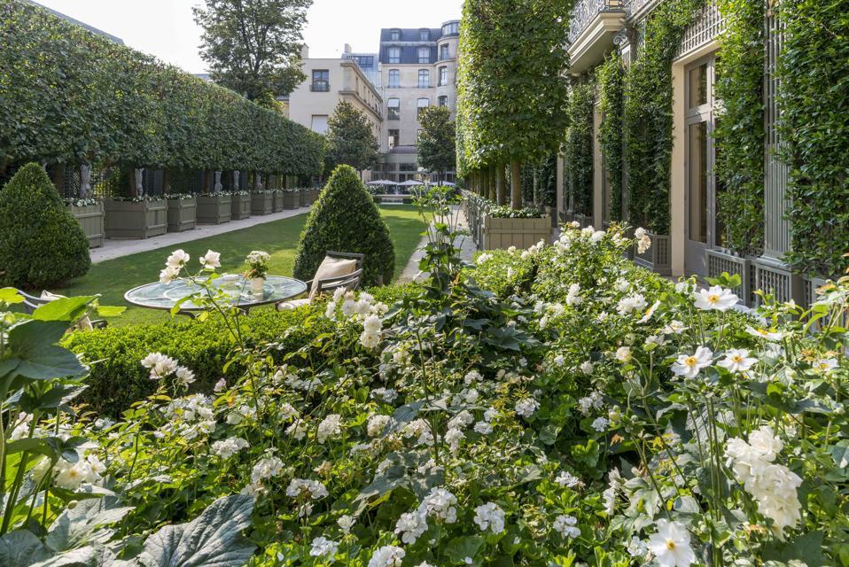 The fairy tale garden of the Ritz Paris