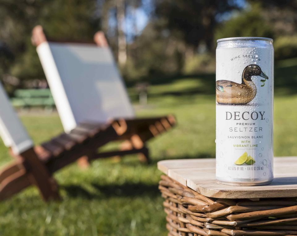 Decoy wine seltzer in sauvignon blanc with vibrant lime