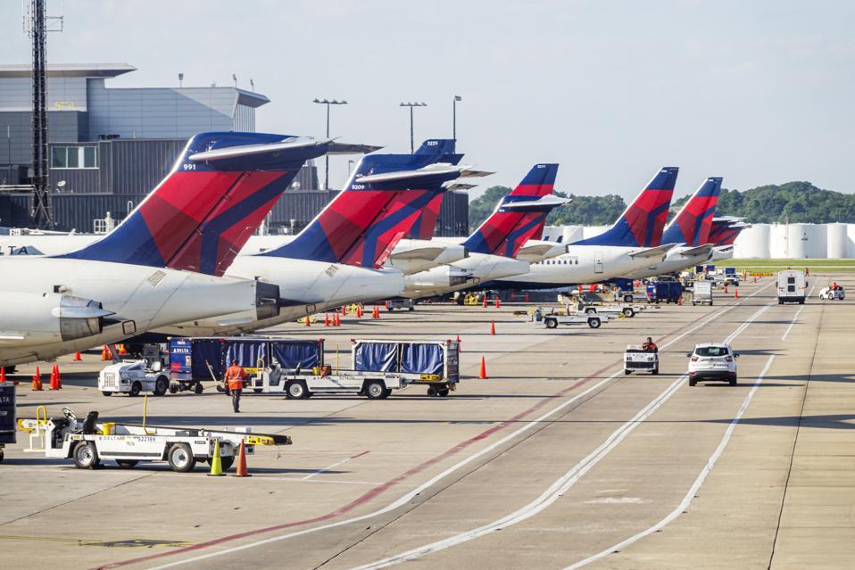 Georgia, Atlanta, Hartsfield-Jackson Atlanta International Airport, Delta Airlines, tarmac and aircraft service