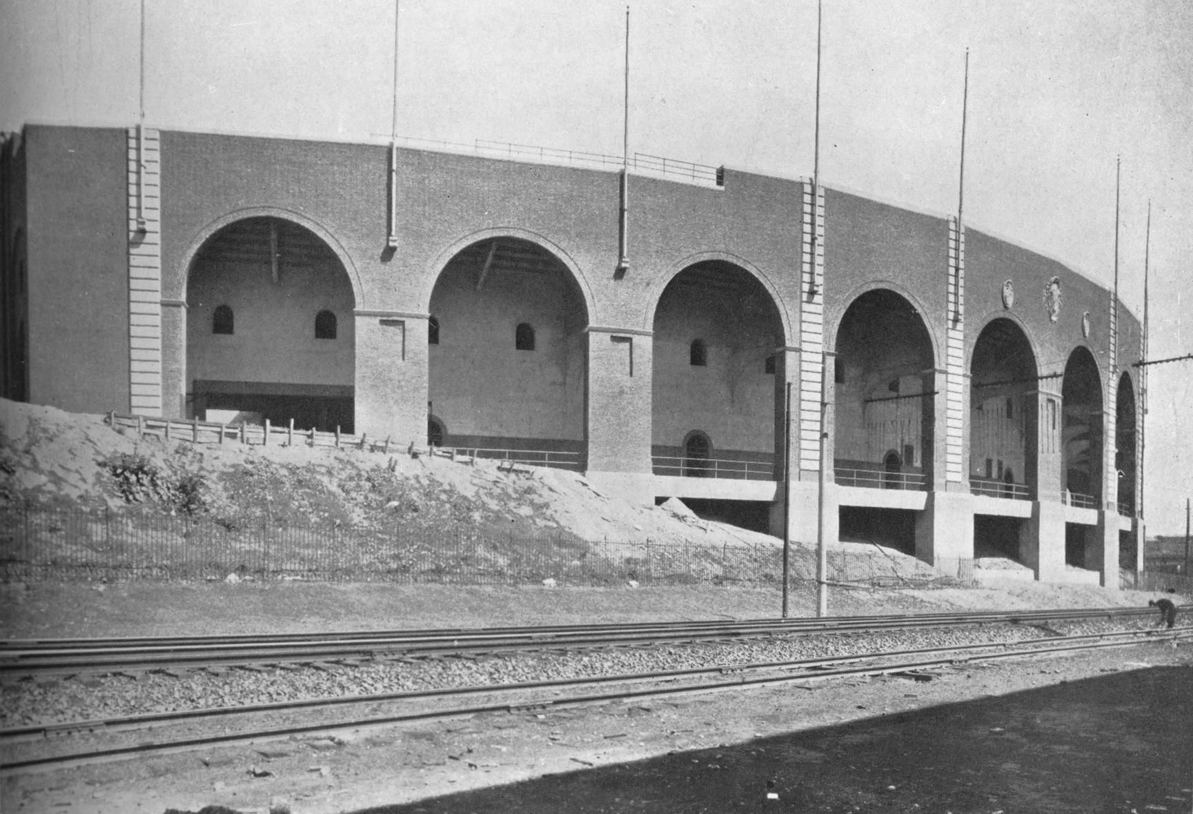 Extérieur de la tribune est, stade Franklin Field, Université de Pennsylvanie, Philadelphie, 1923.