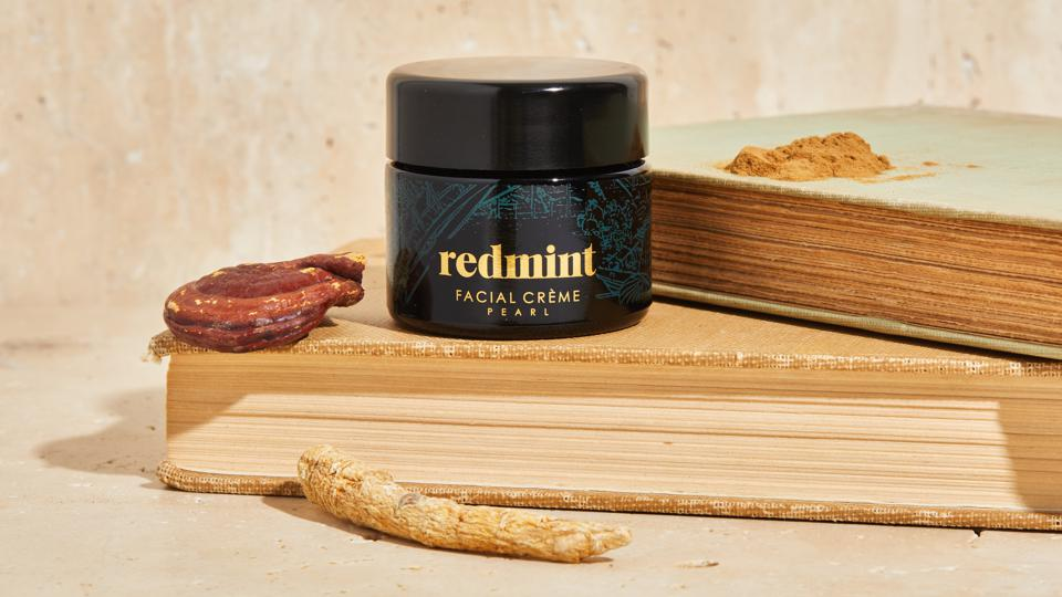 A jar of Redmint Japanese Pearl facial creme with natural ingredients.