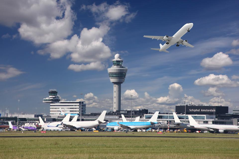"""Aviation Pollution: Greenpeace To Organize A """"Protest-Festival"""" At Amsterdam's Schiphol Airport In December"""