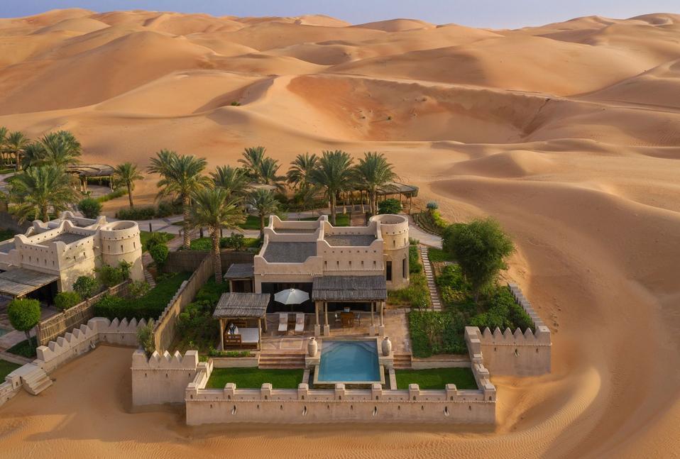 Una villa privada en Qasr Al Sarab Desert Resort