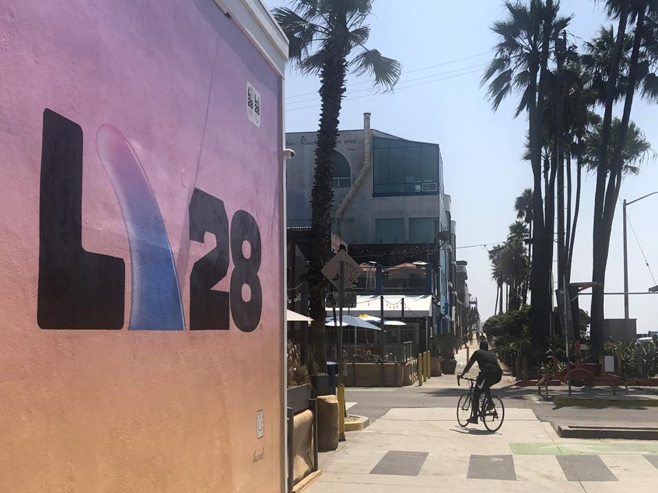 LA28 представляє новий логотип на фресках у Лос-Анджелесі