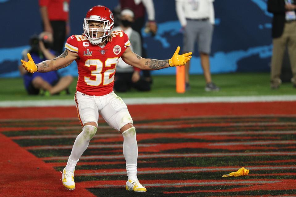 Tyrann Mathieu disputes a flag called in Super Bowl LV.