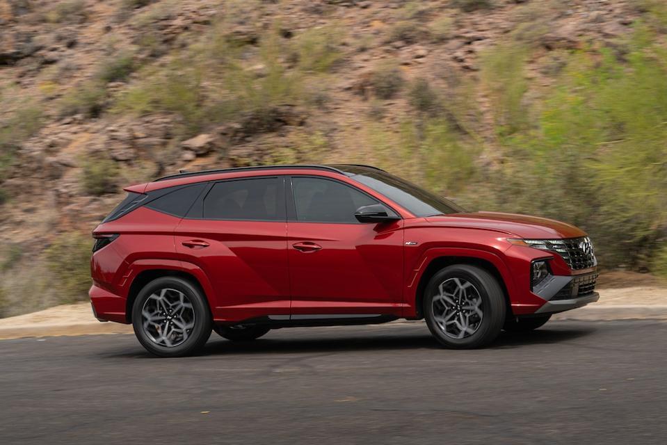 2022 Hyundai Tucson Profile Driving