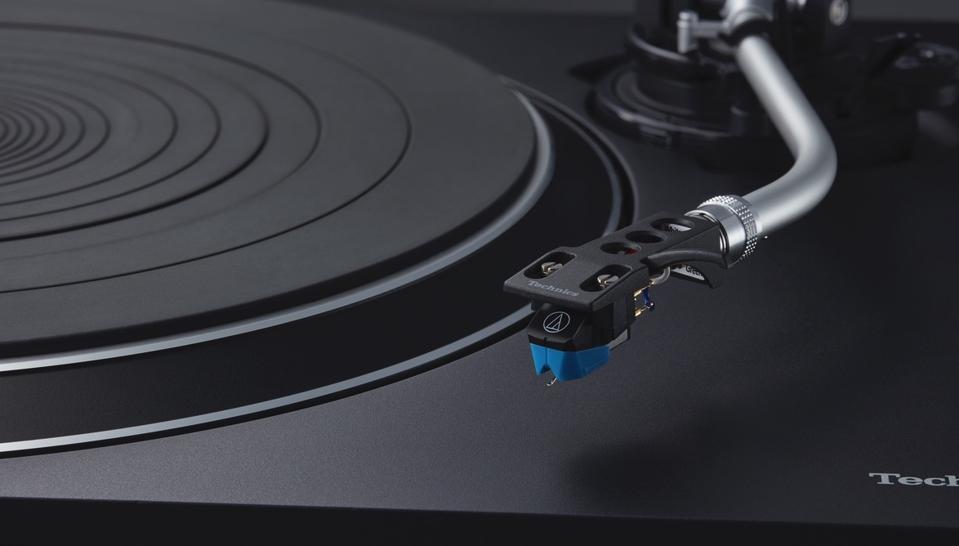 Tonearm, platter and VM95C cartridge on the Technics SL-100C turntable