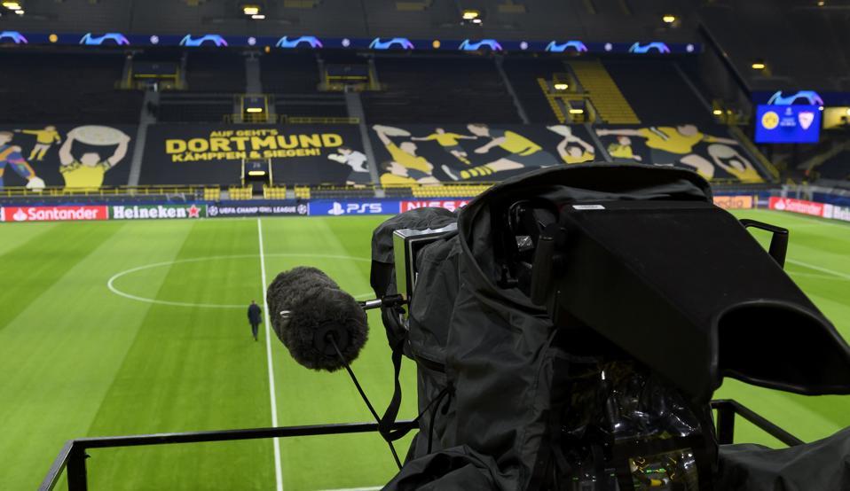 Borussia Dortmund v Sevilla FC  - UEFA Champions League Round Of 16 Leg Two