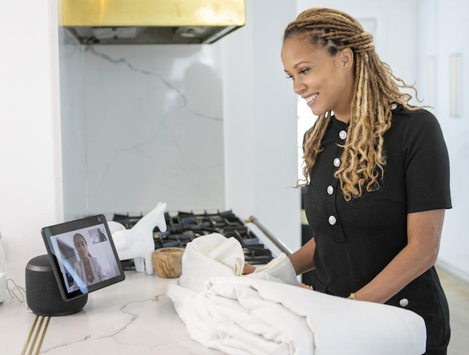 Breegan Jane uses the Amazon Echo Show in a kitchen.