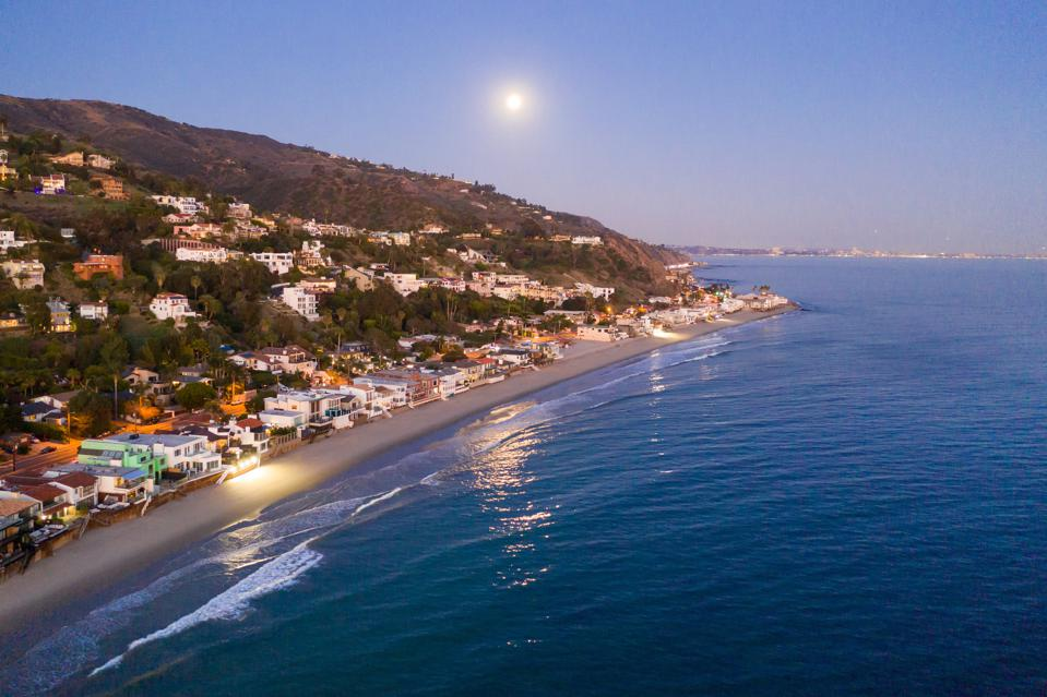 la costa beach coastline shores ocean waves malibu at dusk