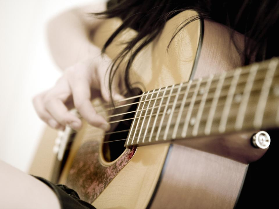 Online guitar lessons: Young Girl Playing Guitar