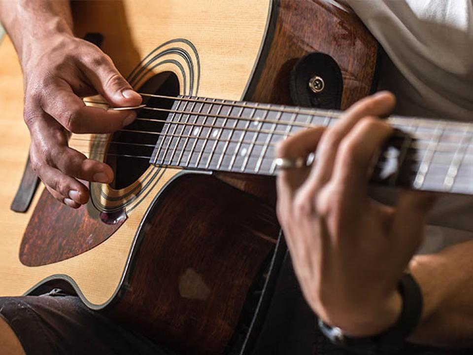 The Complete 2021 Beginner to Expert Guitar Lessons Bundle