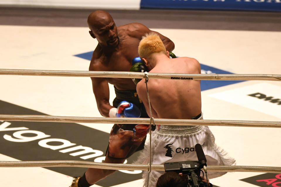 Floyd Mayweather vs Logan Paul odds