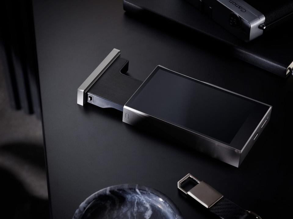 Astell&Kern AK-SE180 with module removed halfway