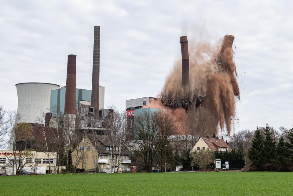 Tall chimneys at the Steag power plant in Lünen collapse in a cascade of red dust.