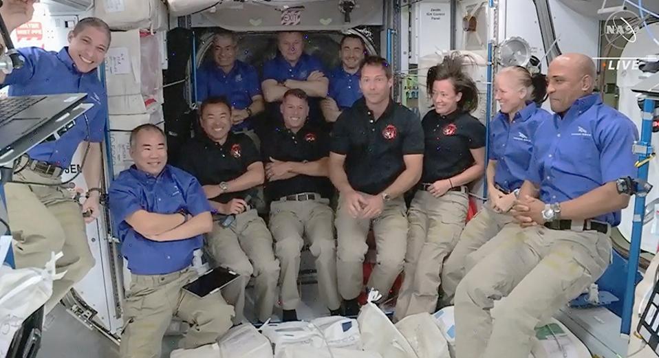 L'arrivo degli astronauti, SpaceX Crew-2 porta a 11 la popolazione della Stazione Spaziale Internazionale (ISS).