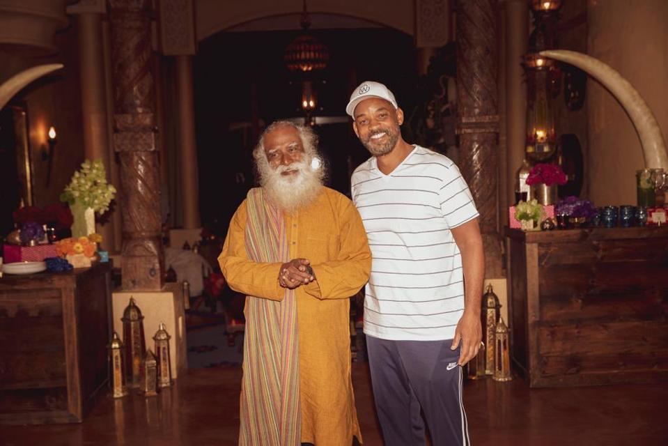 Sadhguru visiting Will Smith at his home in California