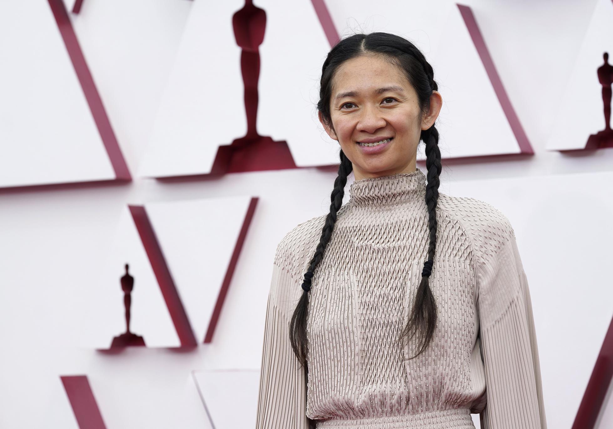 Chloe Zhao wins the Best Director Oscar