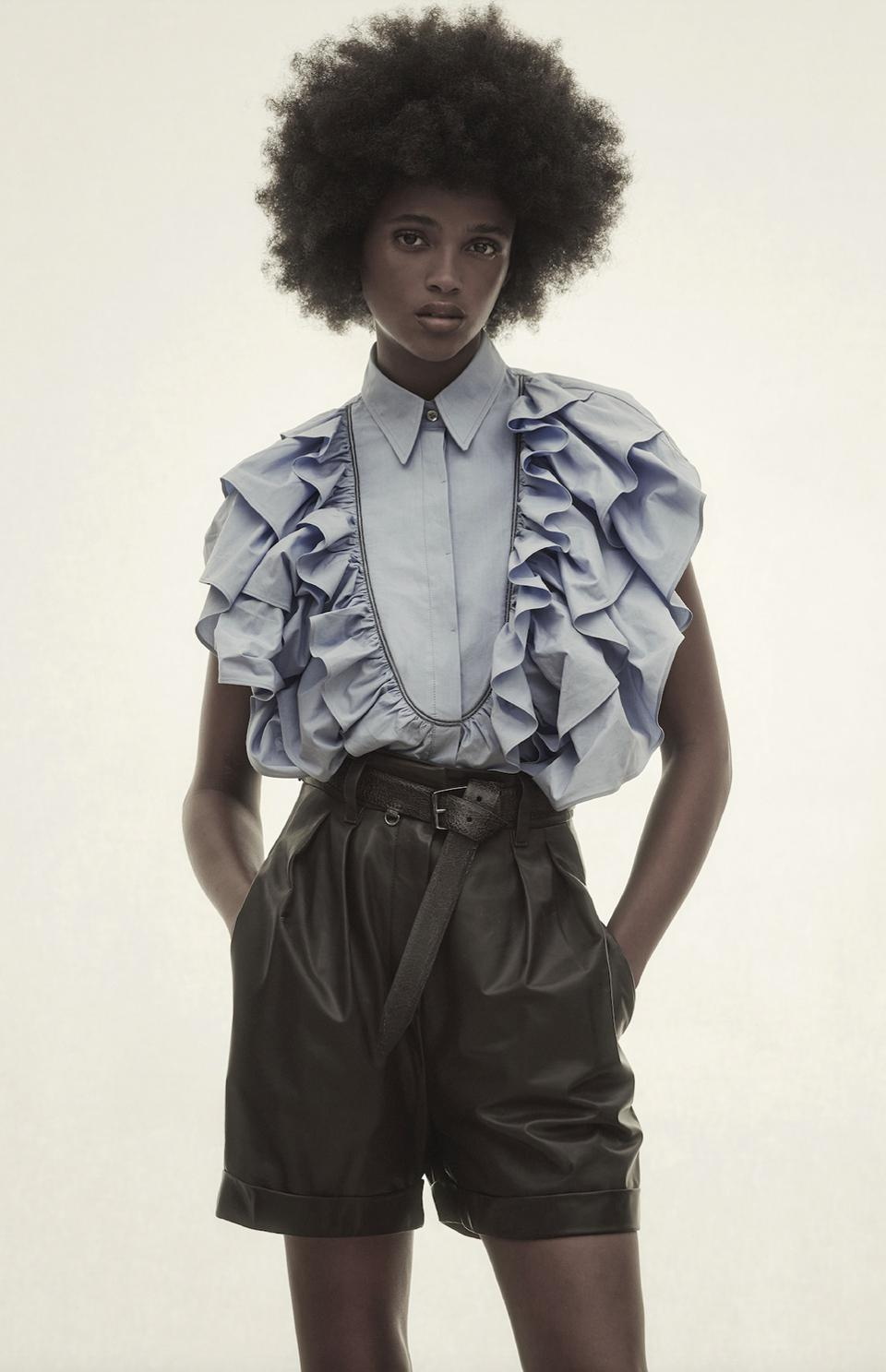 Refined Brunello Cucinelli materials enrich the sporty inspiration of these City Shorts with an elegant note.