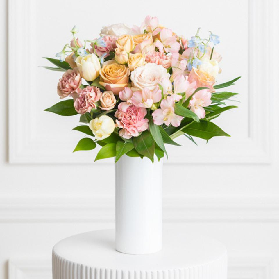 Best Flowers For Mother's Day: Ode A La Rose Lisette Bouquet