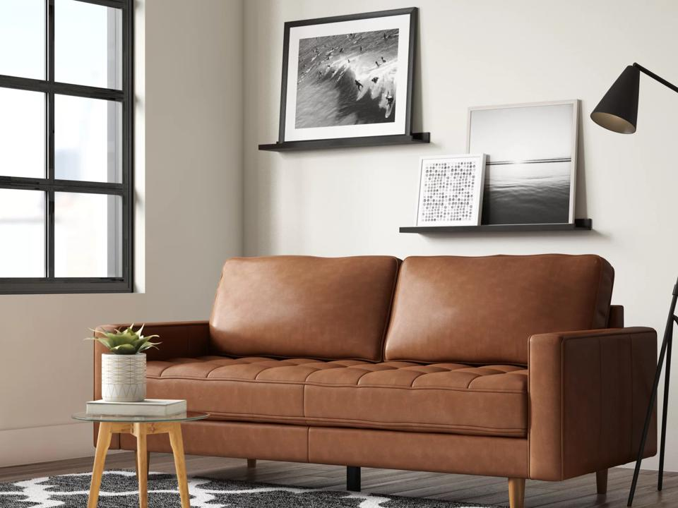 Way Day 2021: Leather couch in living room