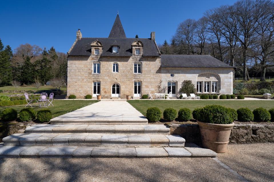 historical manor estate of saint jacques de compostelle pilgrimage 29930 Pont Aven france