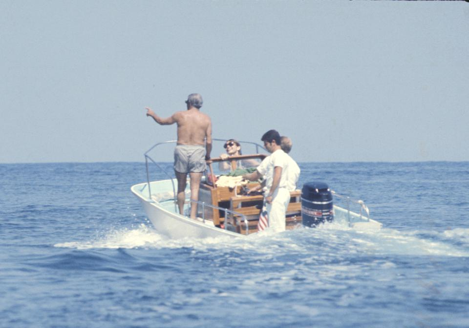 Jackie Kennedy and Aristotle Onassis off the island of Skorpios (August 25, 1970)