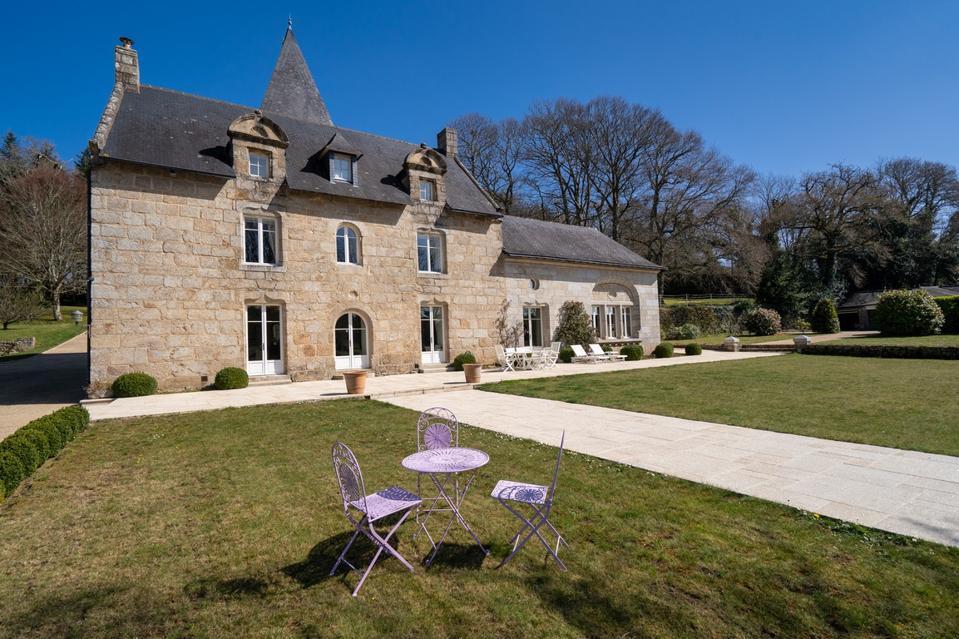 historic brittany manor former pilgrimage stopover near ocean