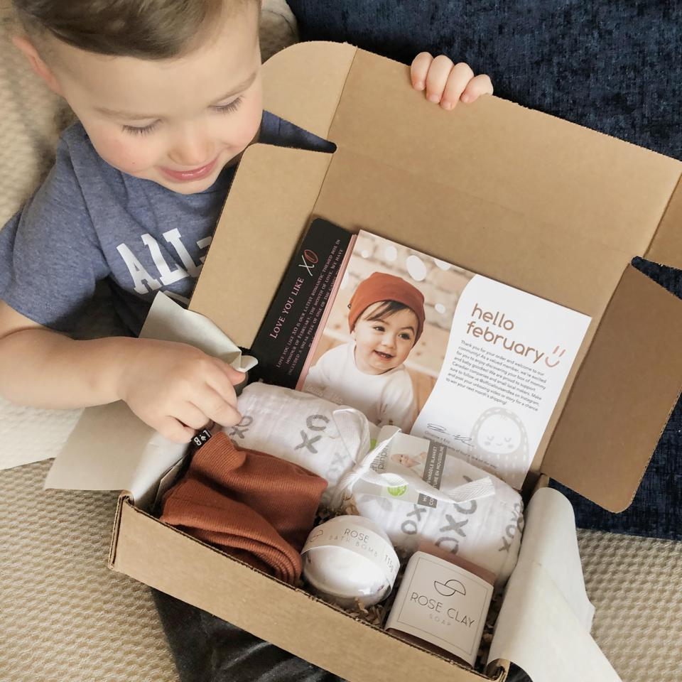 mother's day gift guide. baby and mom subscription boxes. best family and baby gifts