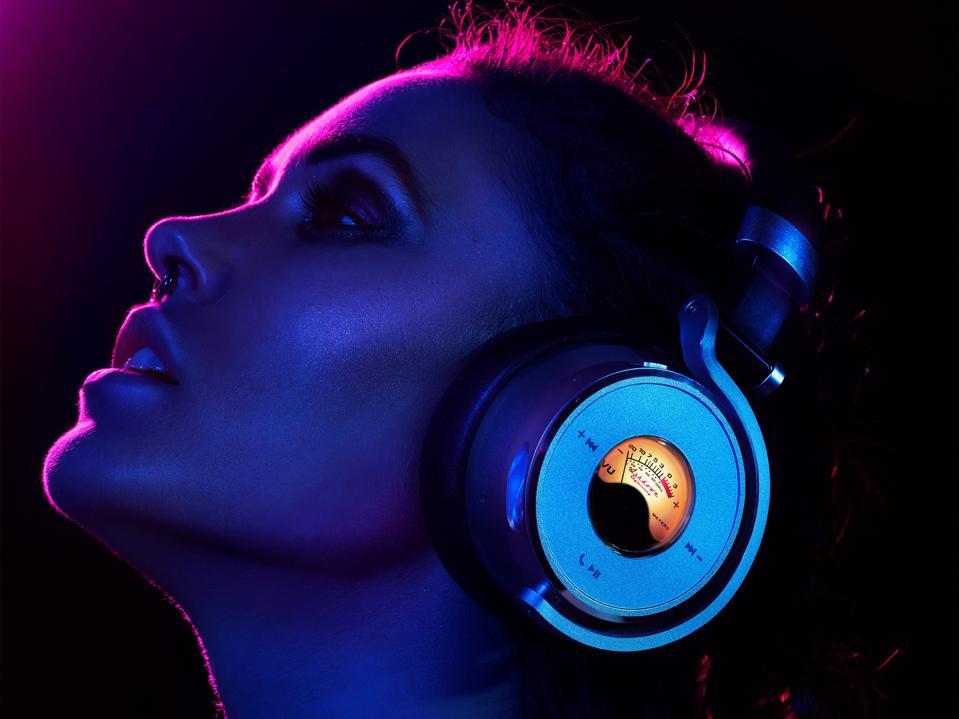 Woman wearing Meters OV-1-B-Connect headphones