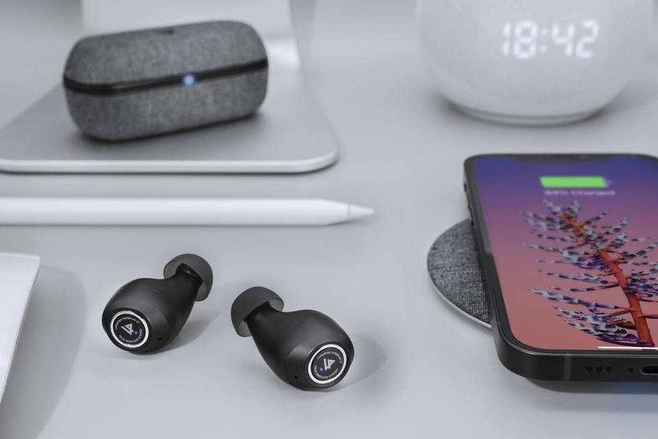 General view of Lypertek PurePlay Z7 earbuds