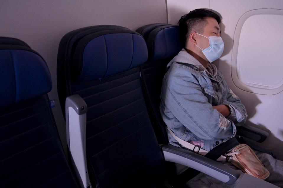 La pandemia de coronavirus continúa arrastrando a la industria de los viajes aéreos