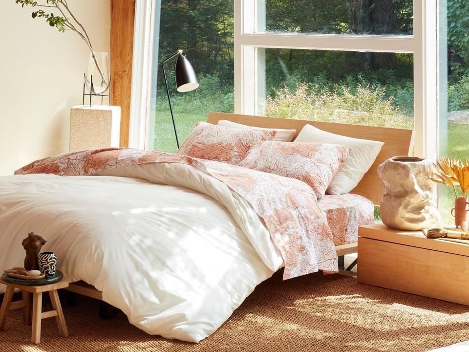 Best sales online: Bed in bedroom