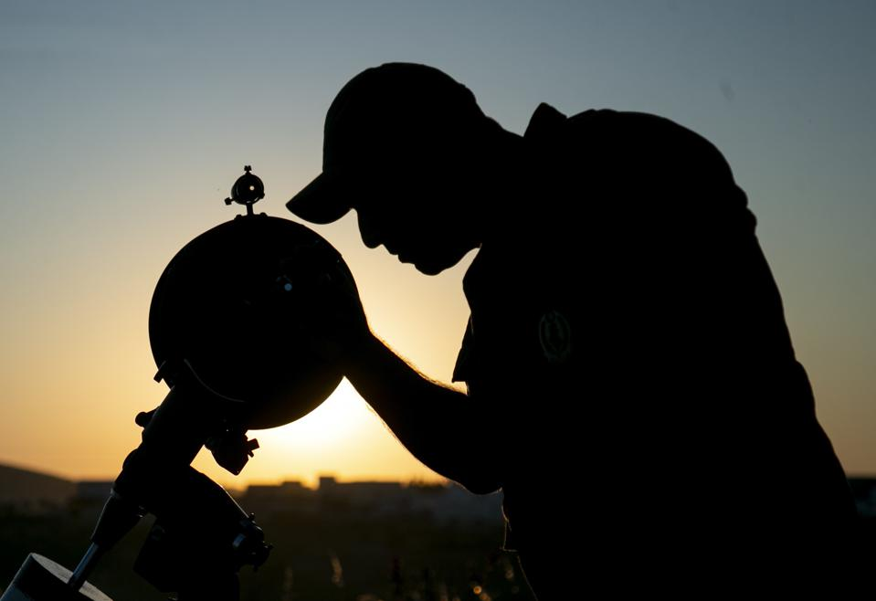 A Tunisian observer using a telescope to find the crescent Moon that marks the end of the Muslim fasting month of Ramadan and heralds the coming of Eid al-Fitr holiday, in Aryanah,Tunisia on June 03, 2019. (Photo by Yassine Gaidi/Anadolu Agency/Getty Images)