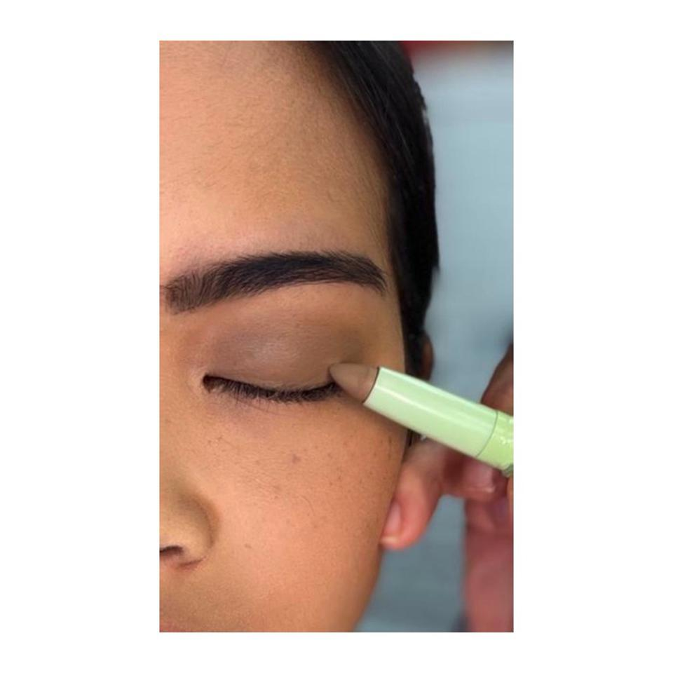 The '60s makeup look With PIXI Beauty