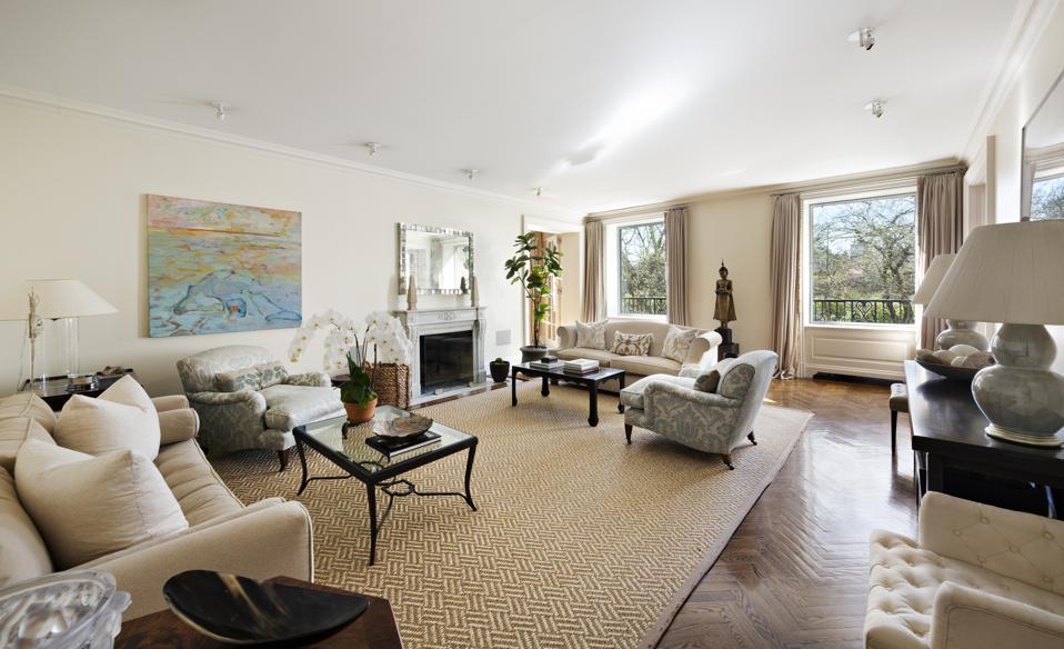 living room inside 1120 Fifth Avenue, Apt 2B New York, NY, USA manhattan museum mile