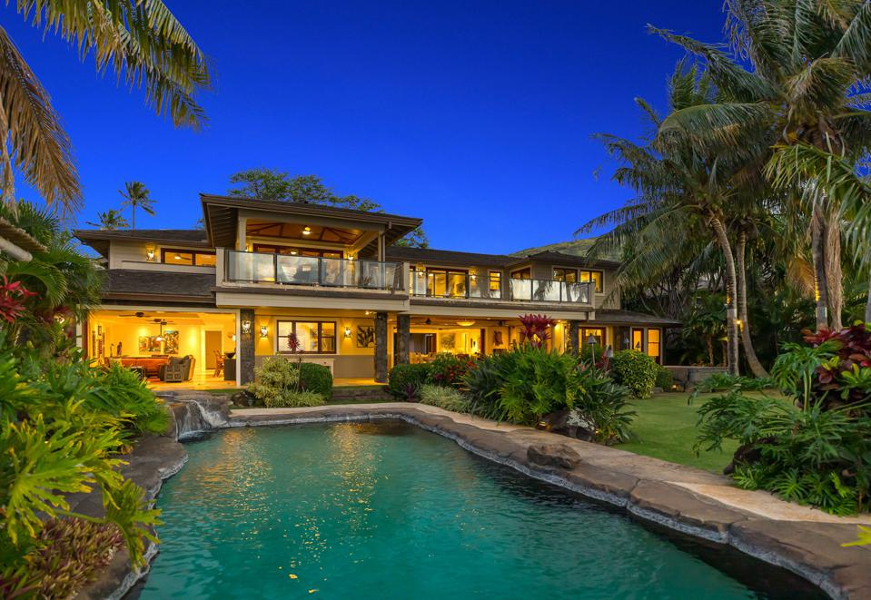 Exclusive Oceanfront Family Compound honolulu hawaii listed for about $8.8 million