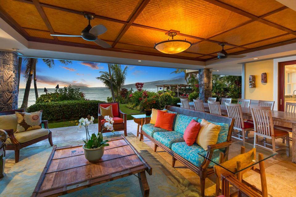 covered lanai outdoor patio at honolulu luxury home 445 Portlock Road - Oahu, Hawaii HI, USA