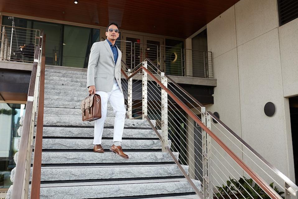 Allen Edmonds' premium leather lace-up oxford dress shoe in Mahogany