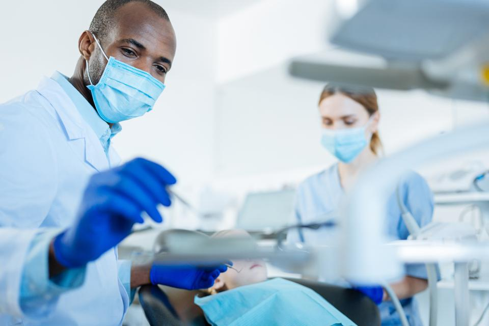 Dentists are now permitted to administer Covid-19 vaccines in 20 states.