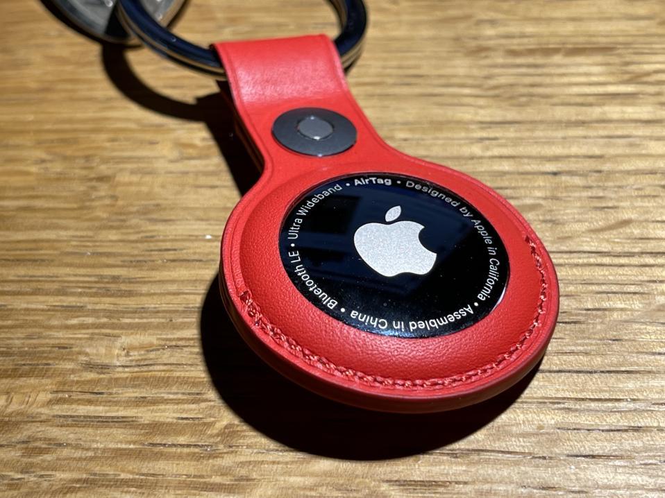 Apple AirTake σε δερμάτινο αξεσουάρ μπρελόκ.