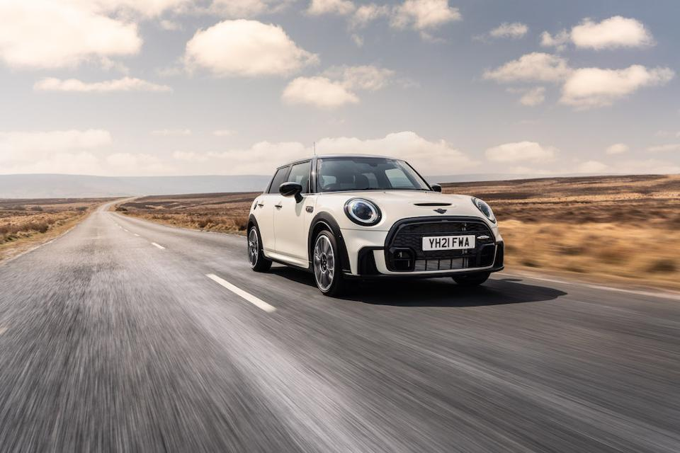 MINI Hatch restyled for 2021