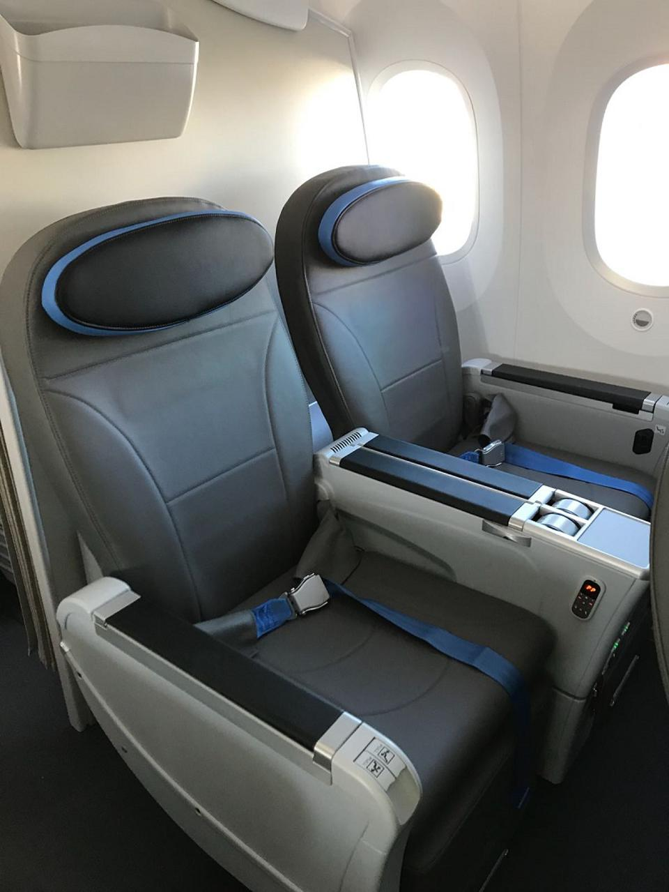 مقاعد المقصورة الممتازة على Neos Air