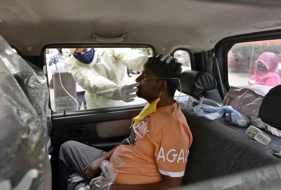 Covid-19 patient in car in Oxygen Langar In Delhi