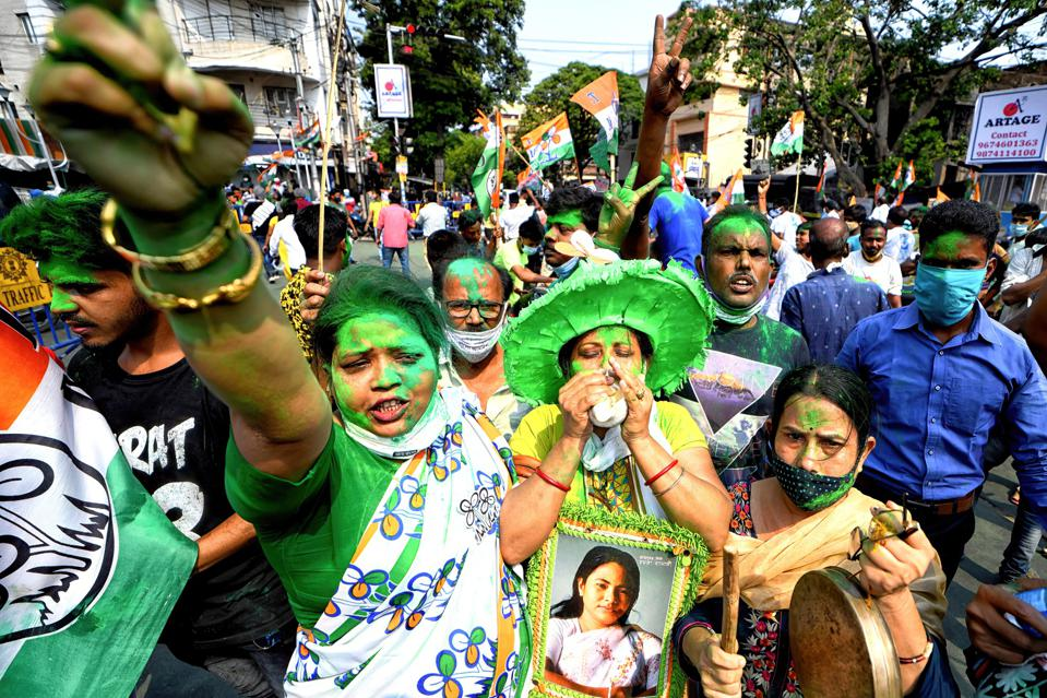 At a May 2, 2021 rally for a local election in West Bengal, half the people without masks.
