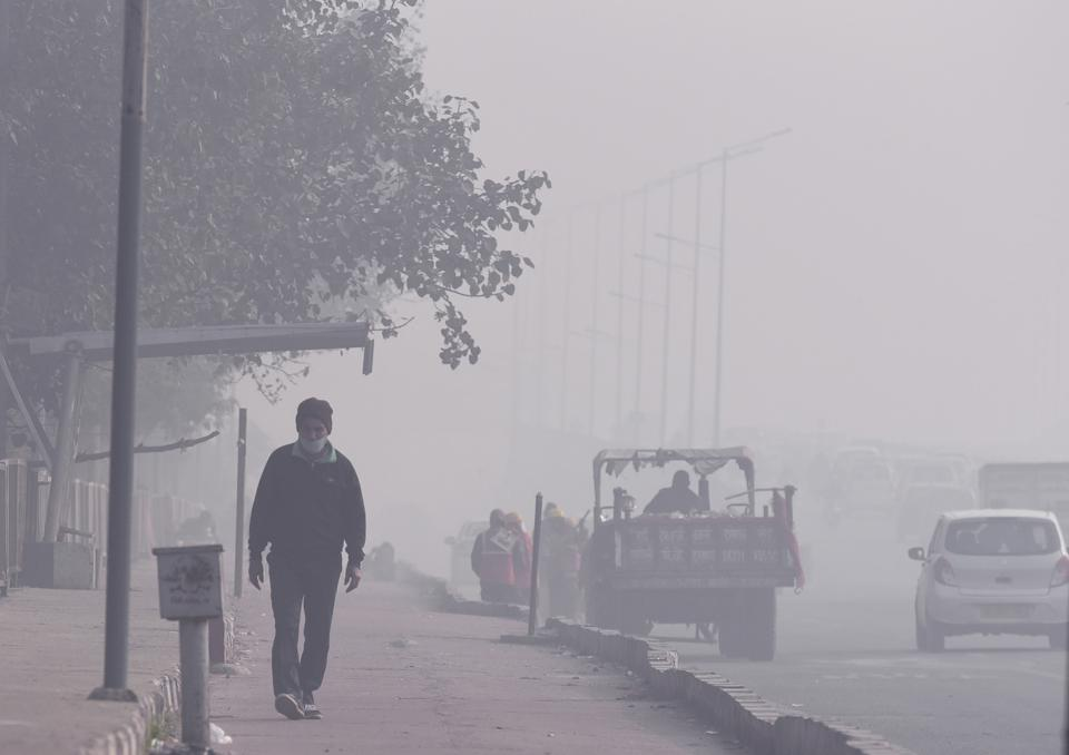 Air Quality In Poor Category As Dense Smog Engulf Delhi NCR