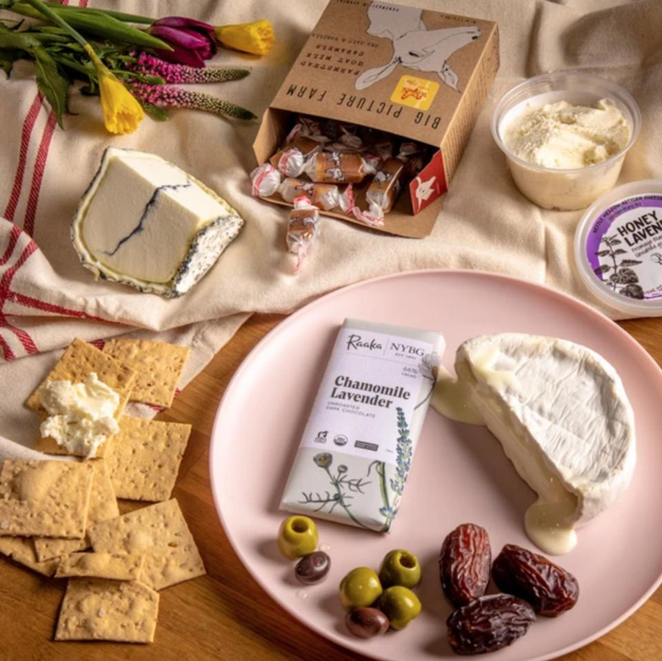 cheese, sweets, crackers, cheeseboard