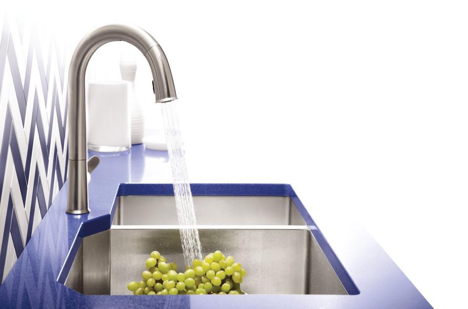 Handsfree kitchen faucet